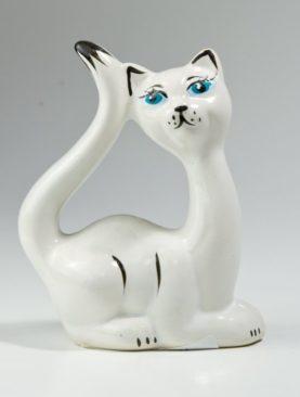 Изящная кошка